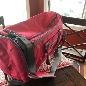 Fit mark The Envoy Duffel pink